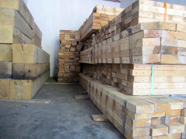 stock balok kayu Jati belanda
