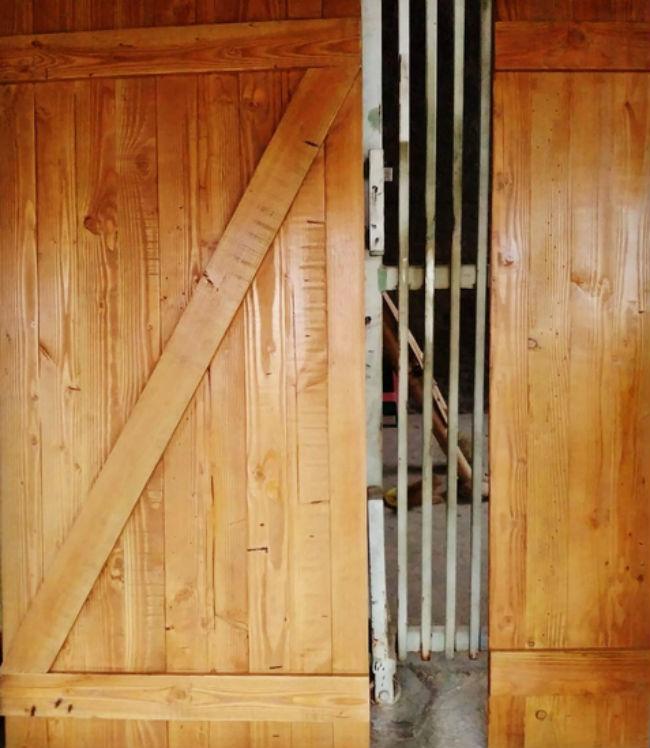 Pintu Kayu Dari Kayu Jati Belanda Dengan Desain Klasik