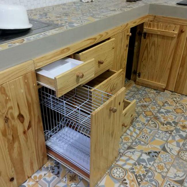 Ide kreatif kerajinan dari limbah kayu palet jati belanda for Kitchen set kayu jati belanda
